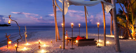 CE-Malediven-Dhigurah_Dining-by-the-Beach