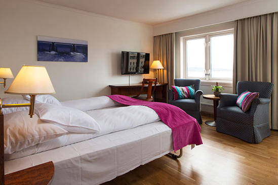 Thon-Hotel-MOLDEFJORD-Standard-room-Triple-Family