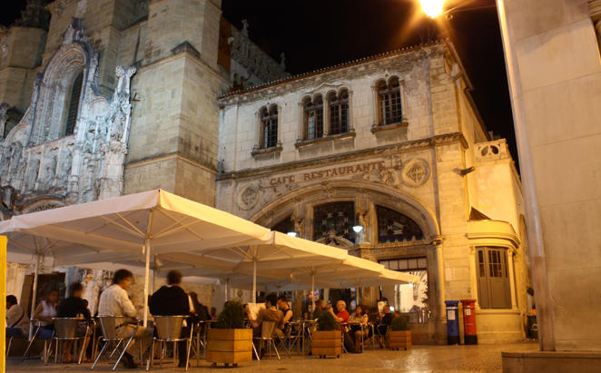 Tivoli-Coimbra_Fado-at-the-Santa-cruz-café