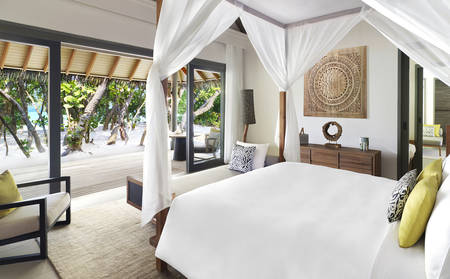 Vakkaru Maldives Beach Family Pool Villa – Schlafzimmer