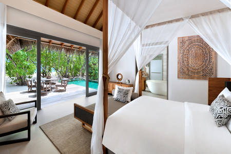 Vakkaru-Maldives-Beach-Pool-Suite-Schlafzimmer