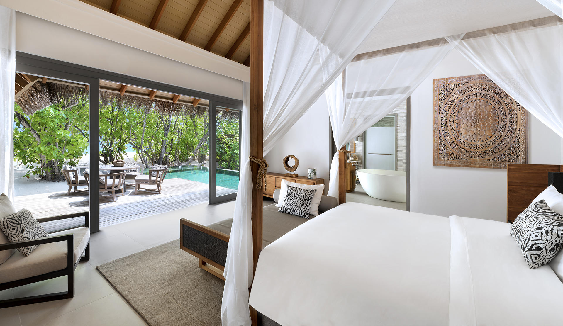 Vakkaru Maldives, Beach Pool Suite – Schlafzimmer