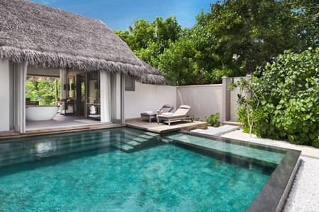 Vakkaru-Maldives-Deluxe-Beach-Pool-Suite-Pool