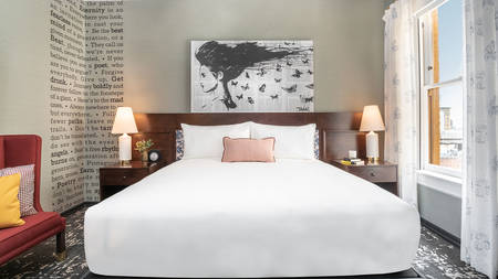 Hotel_Emblem_Deluxe_King_Bed_2
