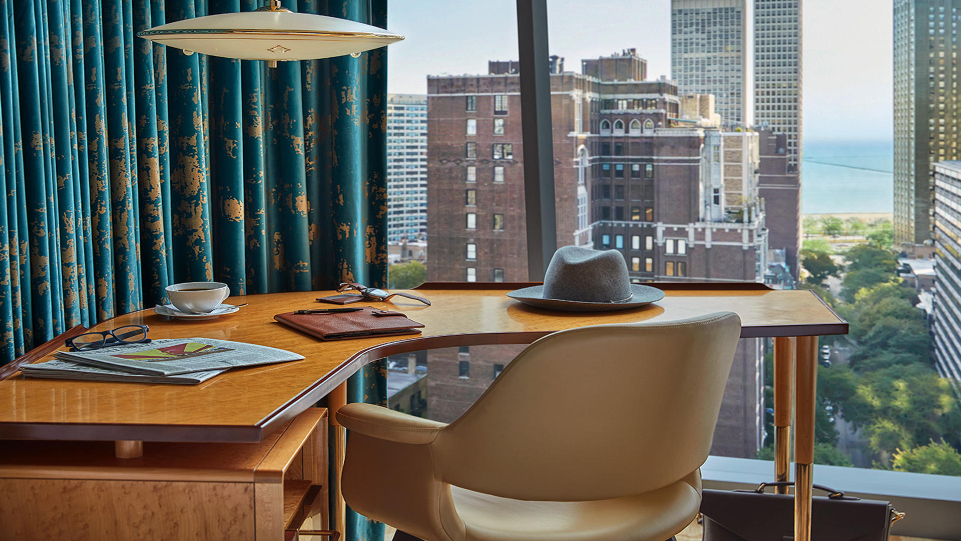 ViceroyChicago_Desk