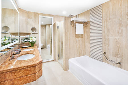 PRSMB_DeluxeMarina_Bay_Bathroom_1